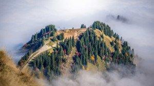 15.6989_lile-dans-les-nuages-a-cote-du-roc-denfer-massif-du-chablais